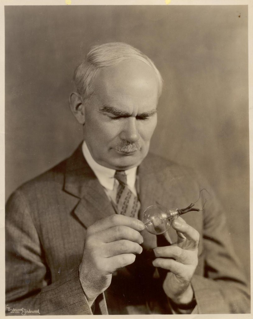 李·德·弗里斯,1873.8.26,爱荷华州康瑟尔布拉夫斯(Council Bluffs) - 1961.6.30