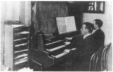 具有三排特殊琴键版本的电传簧风琴MkI