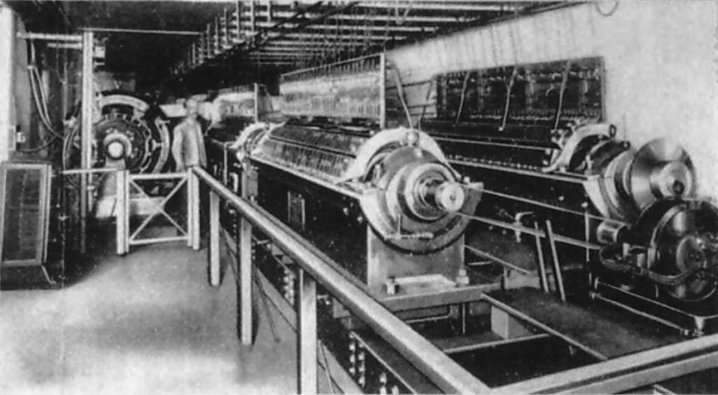 1906年左右,两个电传簧风琴MkII上的音轮转子,位于电传簧风琴音乐厅的地下室。图/《麦克卢尔》杂志,1906年