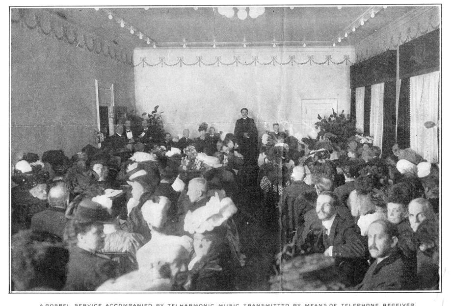 电传簧风琴音乐厅的一次福音服务(gospel service)中使用电传簧风琴进行伴奏,《甘特杂志》,1907年6月