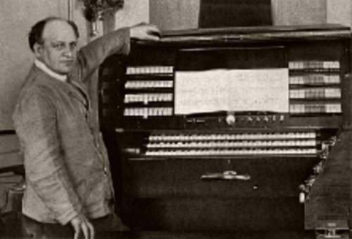约格尔·马杰尔与乐团电声琴