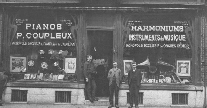 埃斯克尔穆瓦兹(Esquermoise)商业街24号的科普勒克斯商店,法国里尔,1920年