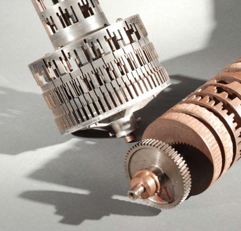 罗伯在约七种使用的小型化音轮。馆藏于加拿大科技博物馆(Canada Science and Technology Museum, Ottowa, Ontario Canada)