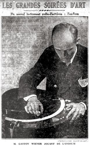 钢琴家加斯顿·维纳(Gaston Wiener)在演奏比沙德利电子琴(《西方闪电》,1931年)