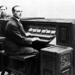 埃洛伊·科普勒克斯在电波钢琴键盘旁