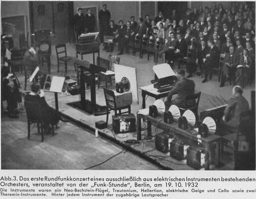 """德国第一个纯电子乐器乐团,由柏林""""广播时间""""(Radio Hour)广播台组织建立,1932年10月19日。乐团中的乐器有尼奥-贝希斯坦钢琴、特劳特温电子琴、赫勒琴、电子小提琴、电子大提琴、两台泰勒明琴,每个乐器后面都有各自的扬声器。"""