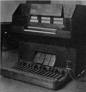 """图为科克·威尔林发明的""""力自欢电风琴""""的键盘部分"""