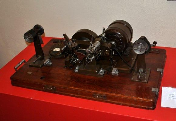 早期的光电复音仪