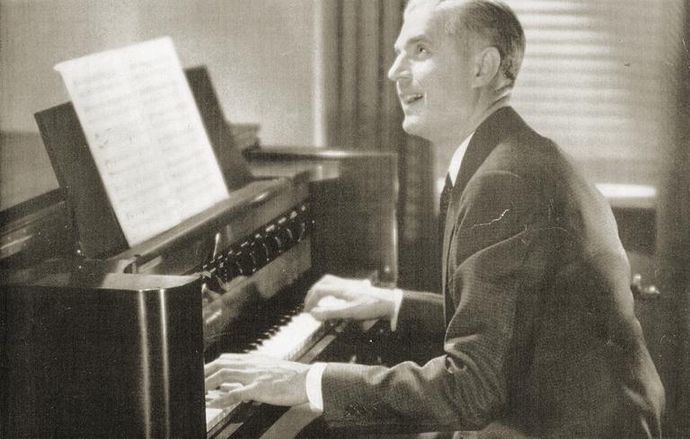 20世纪40年代一张销售海报上的哈蒙德新音琴。图片来源:丹·威尔逊(Dan Wilson),海德威工作室(Hideaway Studio,www.hideawaystudio.co.uk)