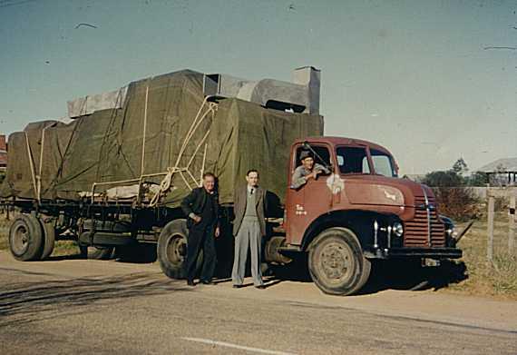 """""""便携式计算机"""":CSIRAC在迁往墨尔本的途中,1955年6月"""