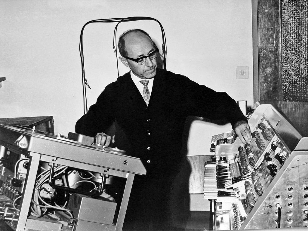约瑟夫·塔勒(Josef Tal)在以色列电子音乐工作室