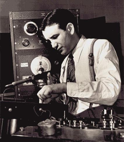 雷蒙德·斯科特(出生名:哈里·瓦尔诺,Harry Warnow):1908.9.10,纽约布鲁克林~1994.2.8,加州洛杉矶北山(North Hills)