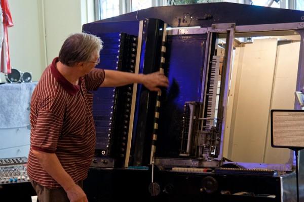 斯坦尼斯拉夫·克雷奇在讲解ANS合成器编码域的功能