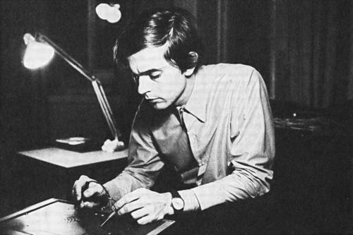 埃尔基·库伦涅米(1941.7.10,芬兰海门林纳~)正在演奏DIMI-A