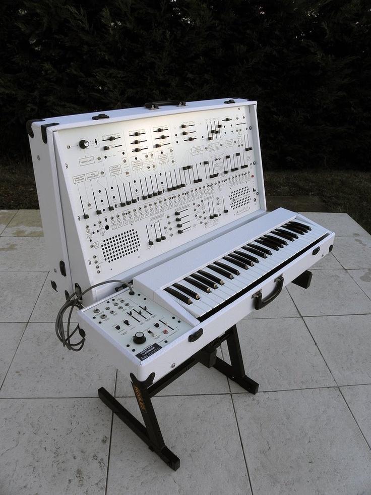白色版 ARP 2600