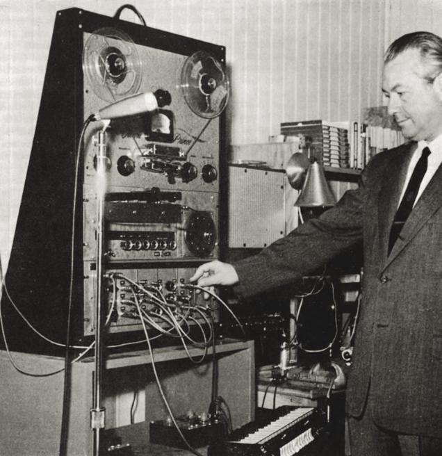 哈拉尔德·博德在演示音频系统合成器