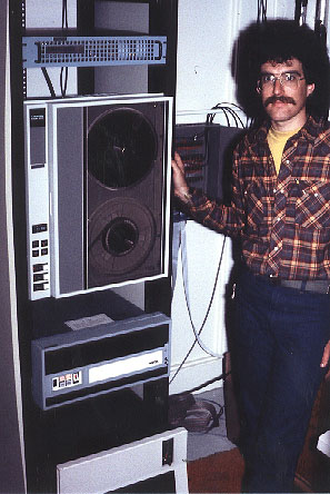 DMX-1000运行在一台LSI计算机上,1982年