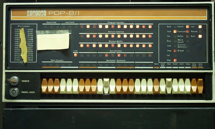 DEC PDP8i 计算机前面板