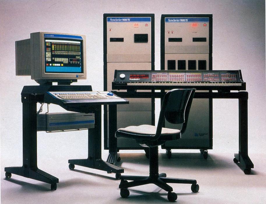 键盘合成器 II 的最新型号,9600TS,使用了一台苹果麦金塔(Macintosh)电脑运行终端模拟器