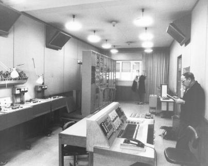 马里诺·祖克利(Marino Zuccheri)在意大利广播电视公司语音学工作室