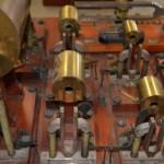 亥姆霍兹合成器