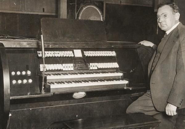 鲁道夫·斯特兹哈默与电磁琴,1935年
