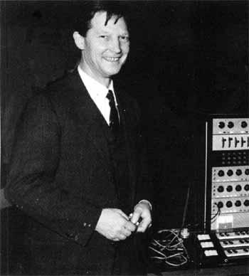 保罗·卡托夫在声音合成器旁,1963年